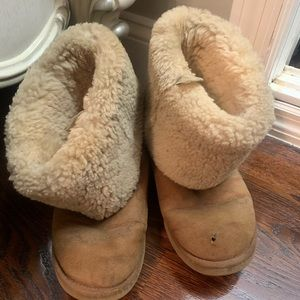 Women's UGG Boots in Chestnut